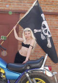 Sexy pirat bikergirl